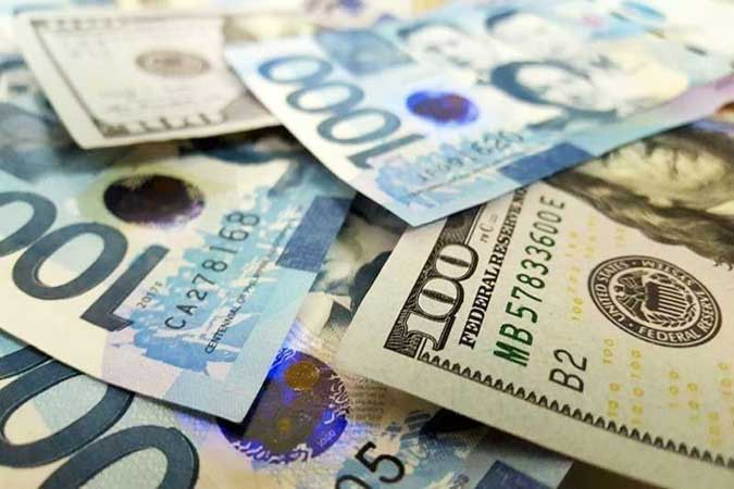 Peso inches up against the dollar despite fears of stricter lockdowns