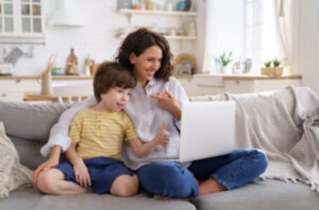 'Right to request' flexible work not granted for half of UK's working mothers